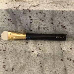 Tom Ford Shade and Illuminate Brush 04
